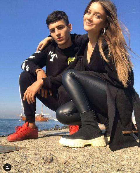 Esila Umut - Akrep İpek Sevgilisi ile birlikte