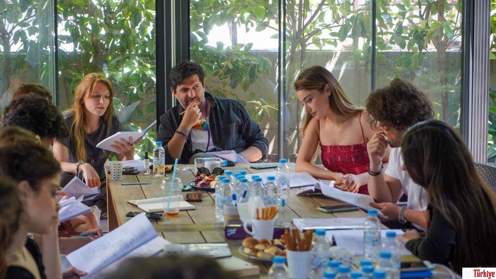 Ada Masalı Dizisi oyuncuları okuma provasında